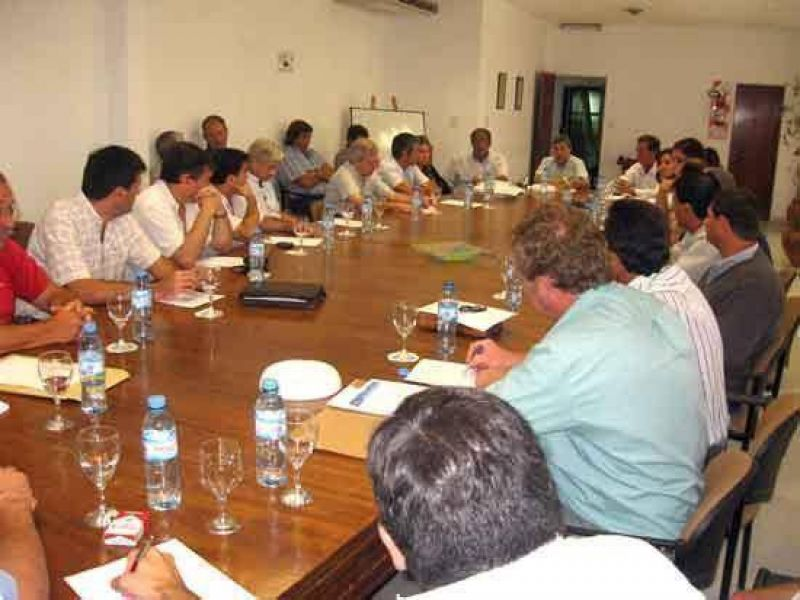 El Comit� de Monitoreo local contin�a evaluando medidas y alternativas frente a la crisis.