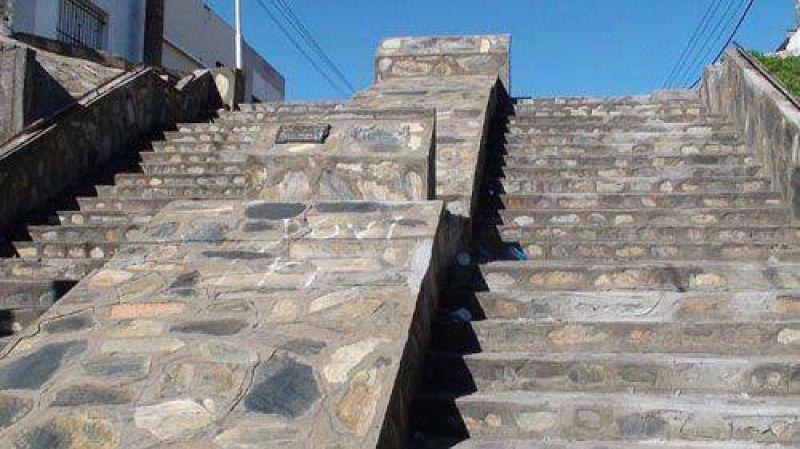 Trabajos de restauraci�n de las escaleras sobre la calle Vigil, en Villa Italia.