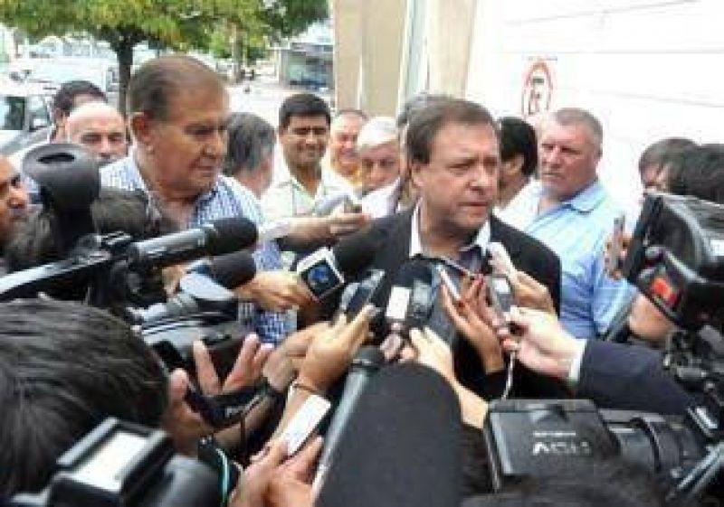 Pereyra amenaza con un paro por 100 despidos