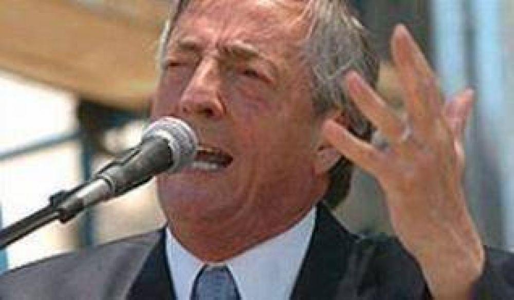 Kirchner viene a Jujuy a reunirse con dirigentes locales a fin de lograr acuerdos electorales.