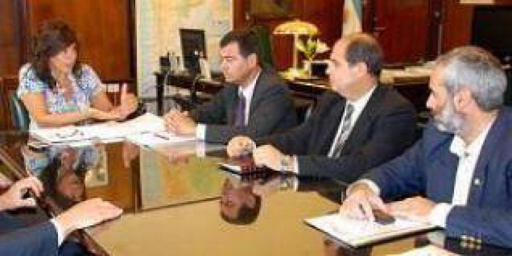 Por la sequía se reúnen funcionarios de Santiago del Estero con la subsecretaria de Producción Agropecuaria y Forestal.