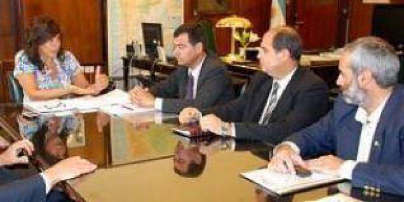 Por la sequ�a se re�nen funcionarios de Santiago del Estero con la subsecretaria de Producci�n Agropecuaria y Forestal.