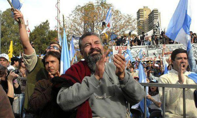 Una protesta de Raúl Castells terminó con incidentes