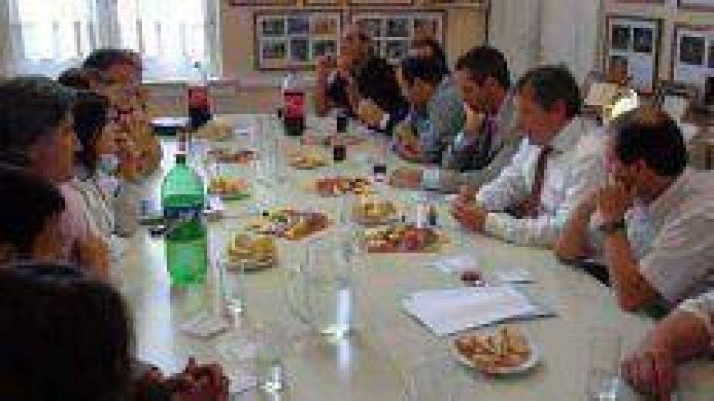 El Municipio solicitó al ministro Monzó apoyo para apicultores y fondos para la producción láctea y ganadera.
