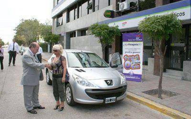 El Banco Chubut entregó el primer 0 kilómetro.