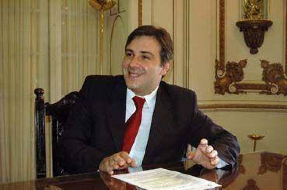 Llaryora insiste con crédito de 20 millones de pesos