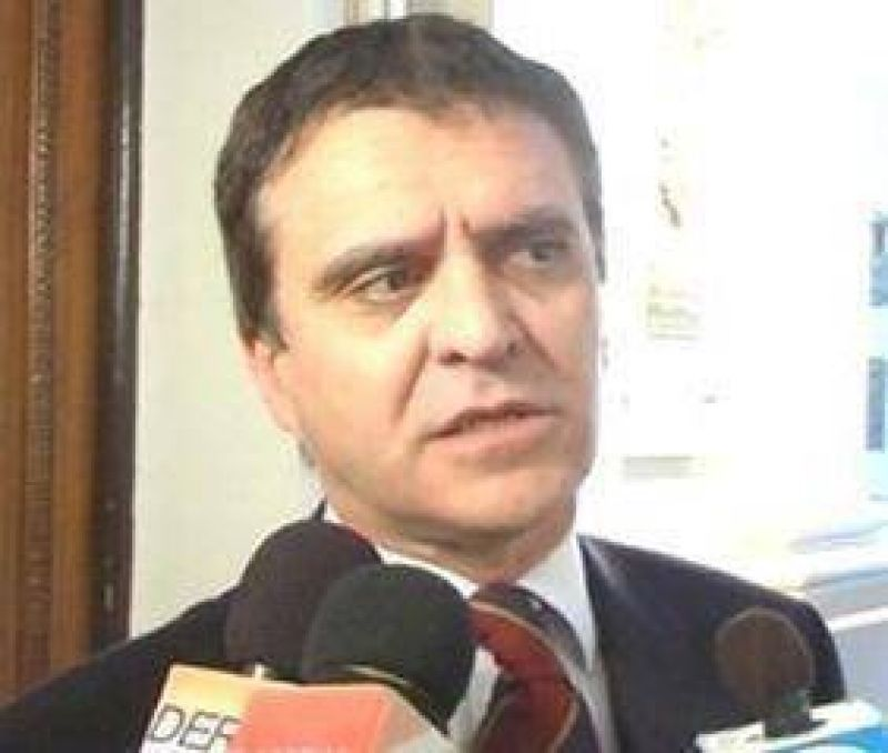 Piden la interpelación del ministro Daniel Cuenca