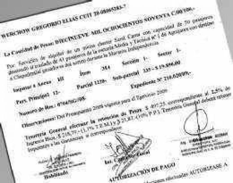 Una funcionaria autorizó que paguen $ 19.900 a su marido
