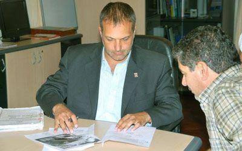 La Municipalidad y camioneros firmaron un acuerdo por terrenos.