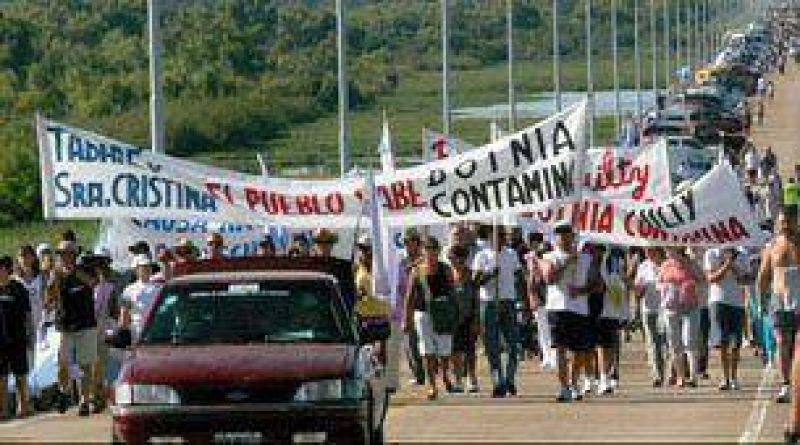 En Gualeguaych�, marchar�n contra la papelera Botnia