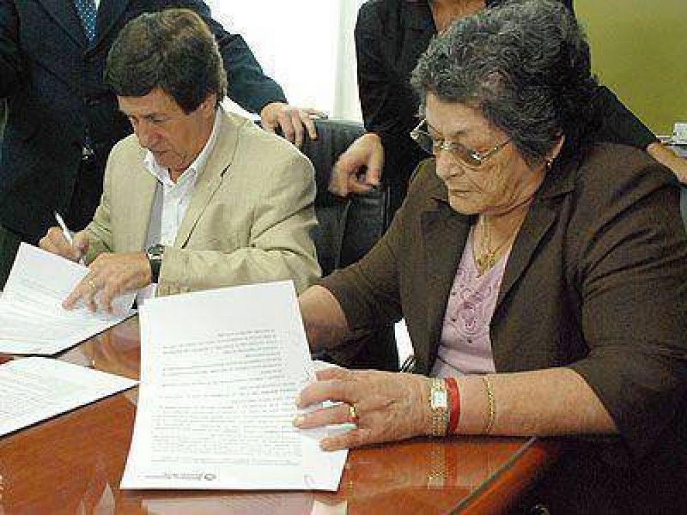 Díaz Pérez firmó un convenio con la Secretaría de Derechos Humanos provincial.