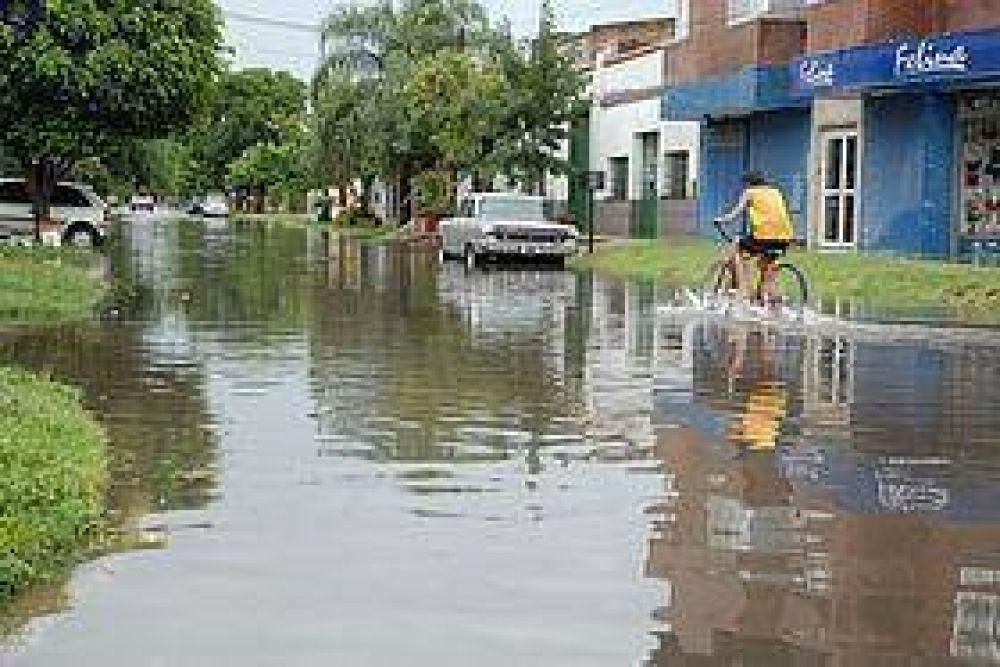 Cada vez que llueve con intensidad Diagonal Aguirre y Aristóbulo del Valle se torna intransitable