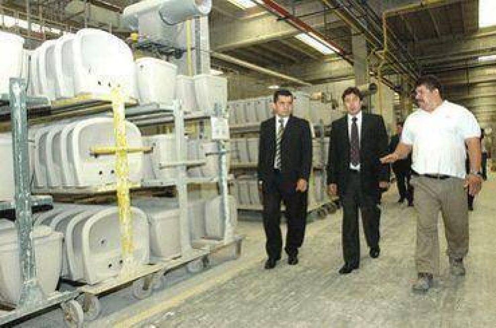 El Ministerio de Desarrollo bonaerense brinda ayuda a fábrica recuperada de Tortuguitas.