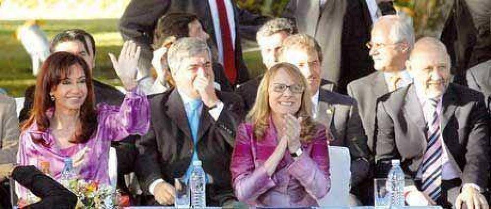 Respaldo de Insfrán a los anuncios de planes sociales realizados por Cristina Fernández