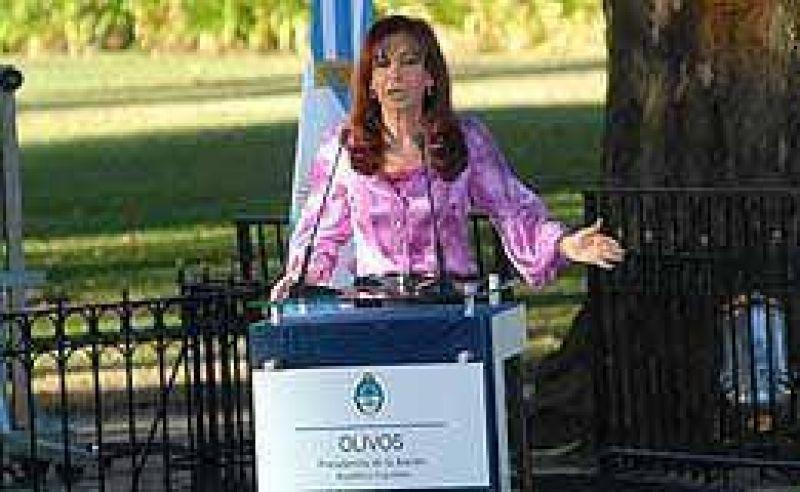 Cristina anunció planes sociales y abogó por