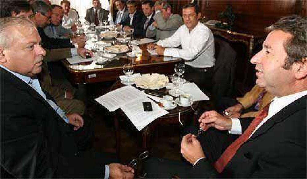 Colombi le presta el avión y Cleto Cobos, su apoyo para la reelección