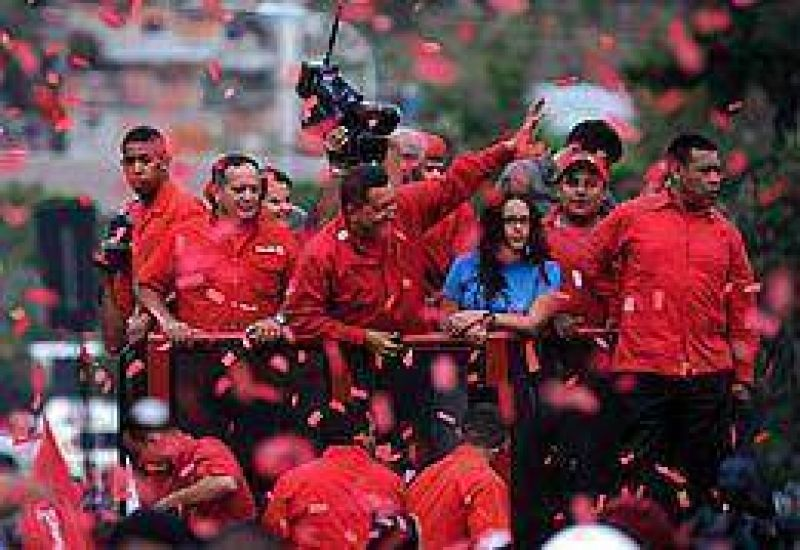 Venezuela: cerró la campaña para el referendo que perpetuaría a Chávez en el poder