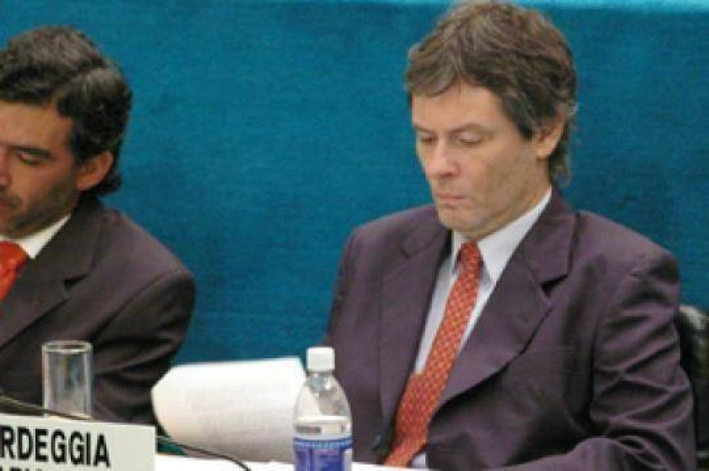 Bardeggia propone renegociar préstamo con el BID y dar más asistencia a las MIPYMES .
