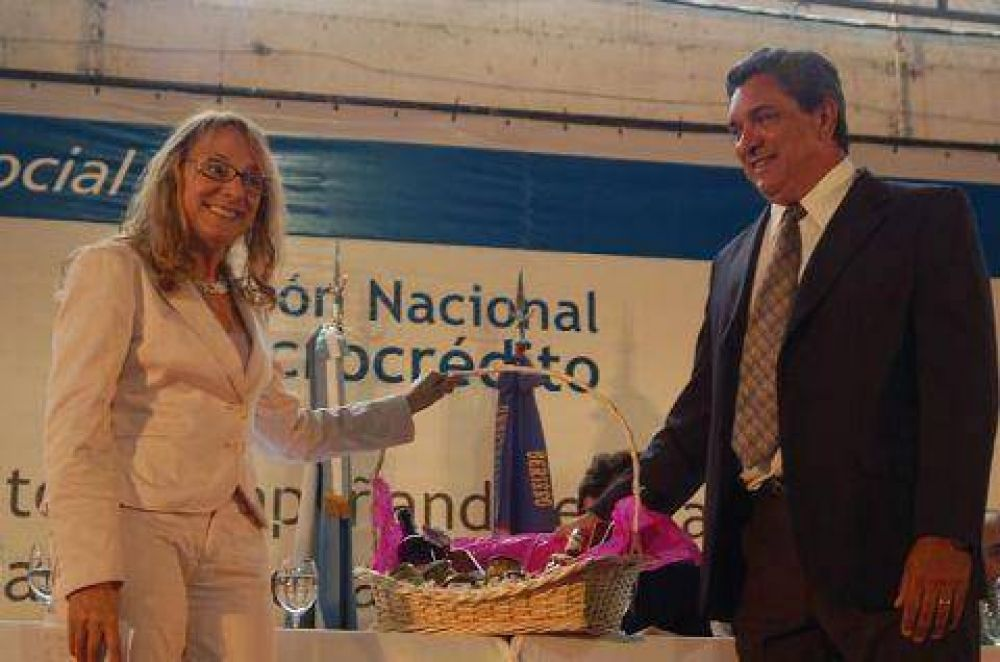 Alicia Kirchner anunció la entrega de un tomógrafo para la ciudad.