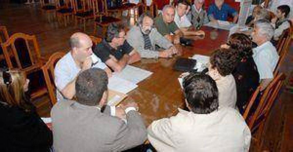 Positiva reunión para tratar el proyecto colectivo.