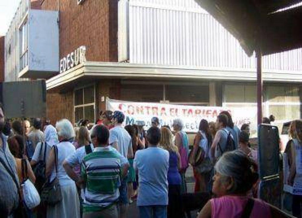 Cacelorolazo frente a EDESUR en Quilmes.