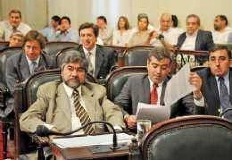 Seg�n opositores, Alperovich no puede condicionar a la Justicia
