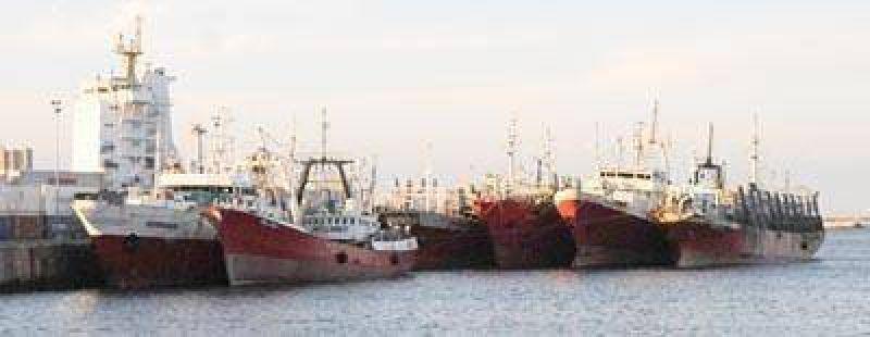 A d�as de Pascua, el ministro Tomada intenta destrabar el paro pesquero