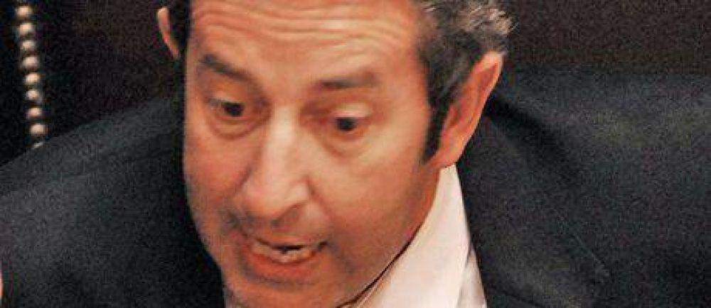 Cobos rompe con el Gobierno: critica al INDEC, los superpoderes y los decretos.
