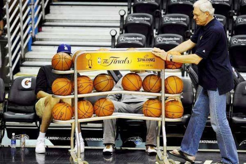 Scola volvió a darse un gusto grande en el show de la NBA.