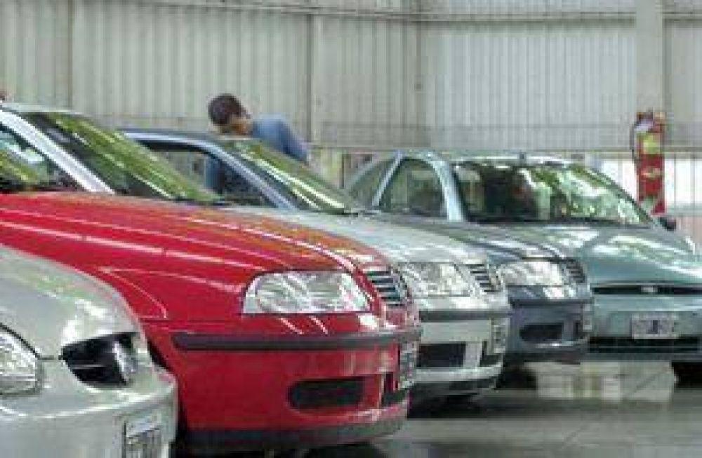 Los todavía altos precios de los autos usados agudizan la caída en sus ventas