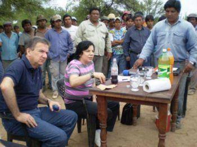 """La ministra Mendoza pidió que levantaran el corte de ruta ya que """"lo que pidieron se les concedió"""" aseguró."""