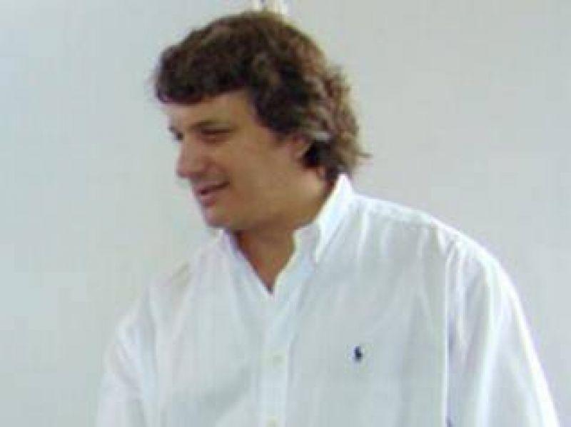 Gabriel Romarosky por el programa �Sin casco no hay nafta�: �la municipalidad tendr�a que haber hecho participar del convenio a los playeros�.