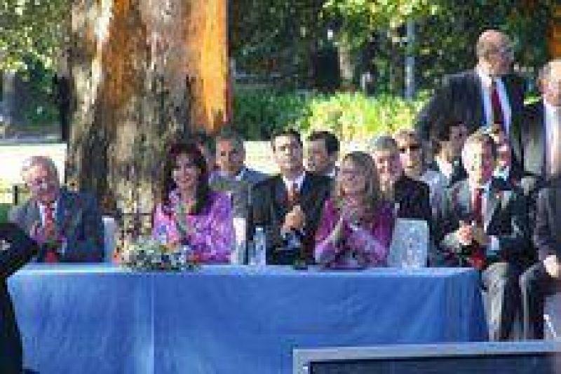 Berazategui: presentación nacional del plan de políticas sociales