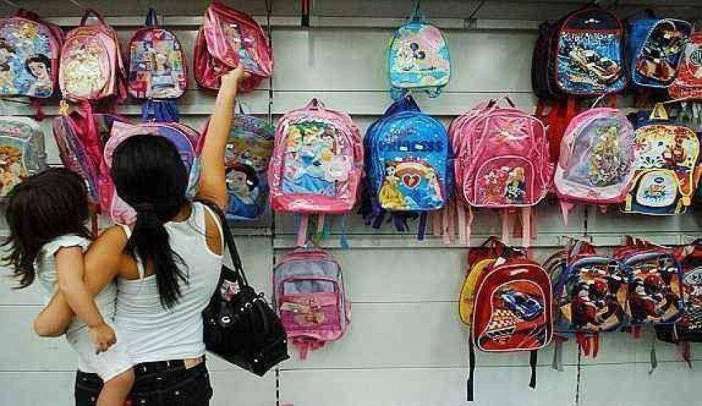 Por las mochilas, la canasta escolar vale 50% más