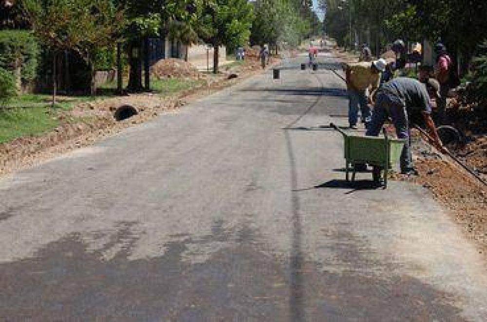 Obra pública  El Municipio extiende el asfalto hasta una escuela de Derqui