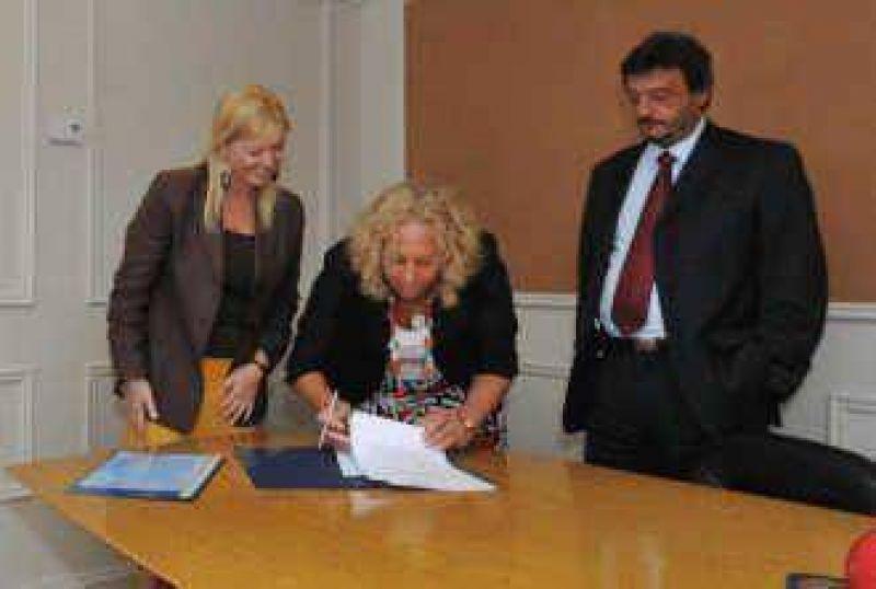 Se firmó el acta de transferencia La Provincia prestará los servicios de agua y cloacas en Campana