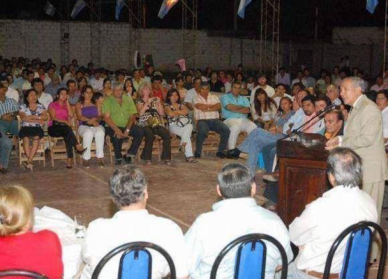 Barrionuevo entregó microcrèditos y equipamiento en Palma Sola