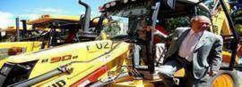 Entregaron maquinarias a vialidad de la provincia