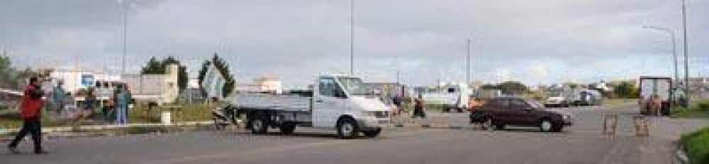 Camioneros bloquean accesos del puerto