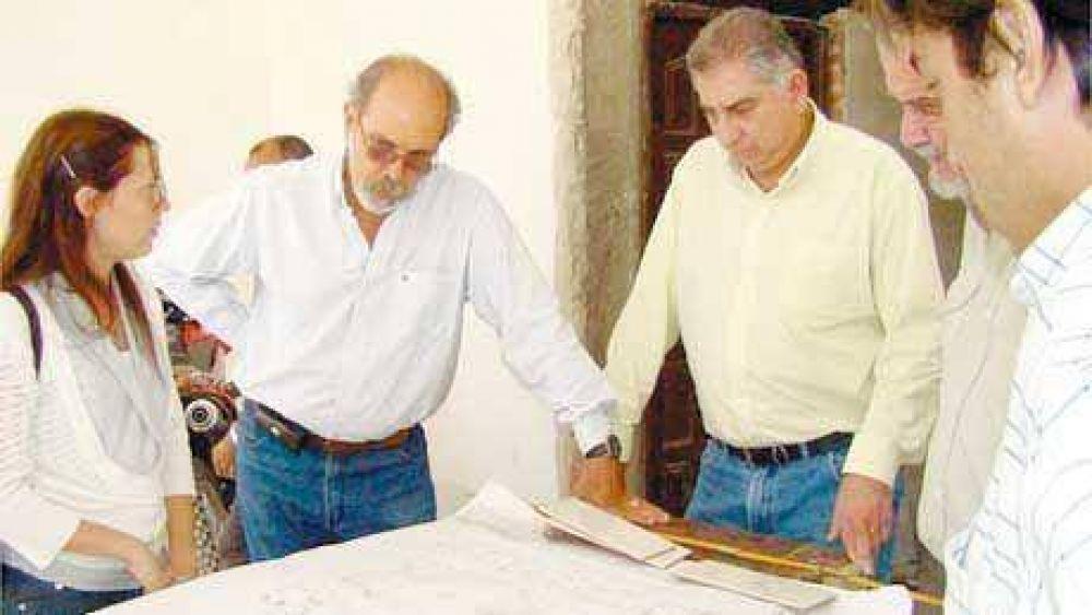 Ibáñez supervisa la instalación de estaciones meteorológicas