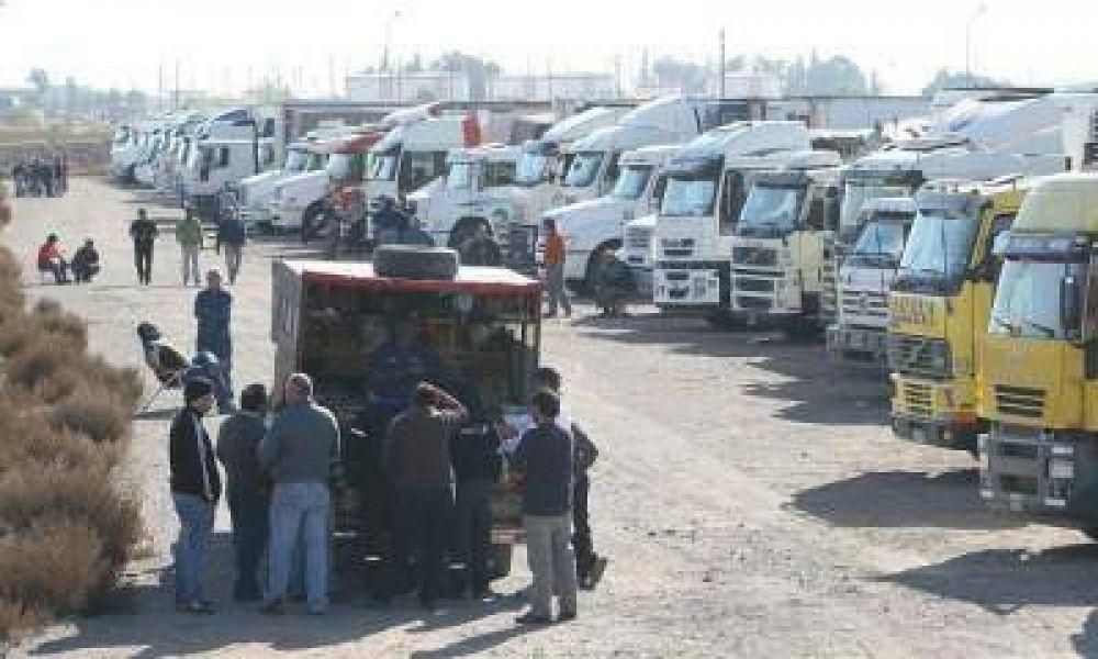 Los camioneros llegaron a un acuerdo con Aduana y ya están pasando a Chile