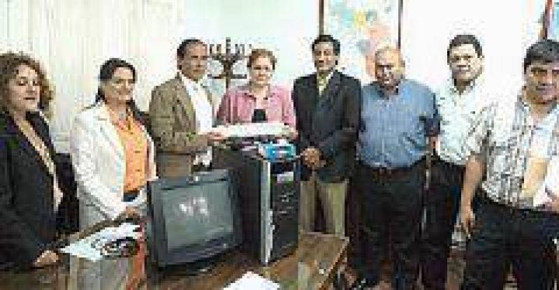 Salud entregó computadoras a seis hospitales zonales de la Provincia