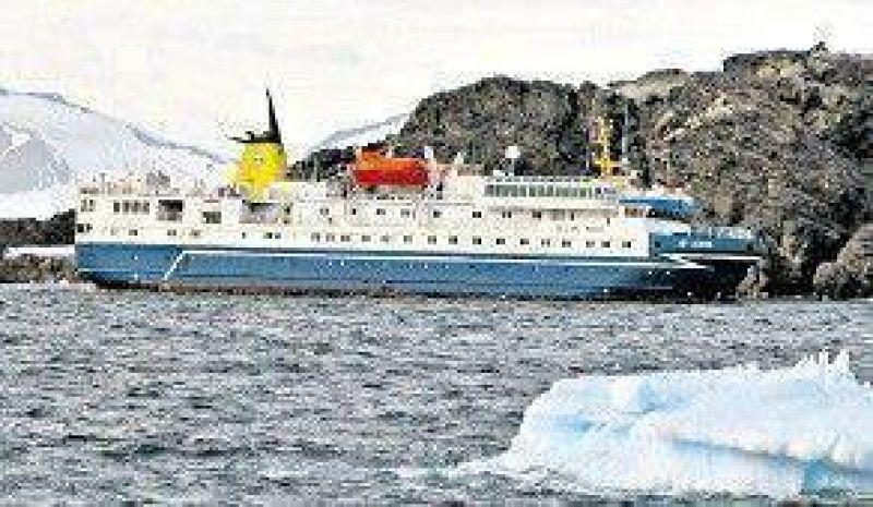 En la Antártida, un crucero varado con 74 pasajeros