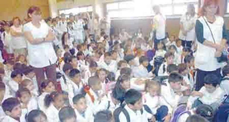 Hoy vuelven los docentes a las escuelas