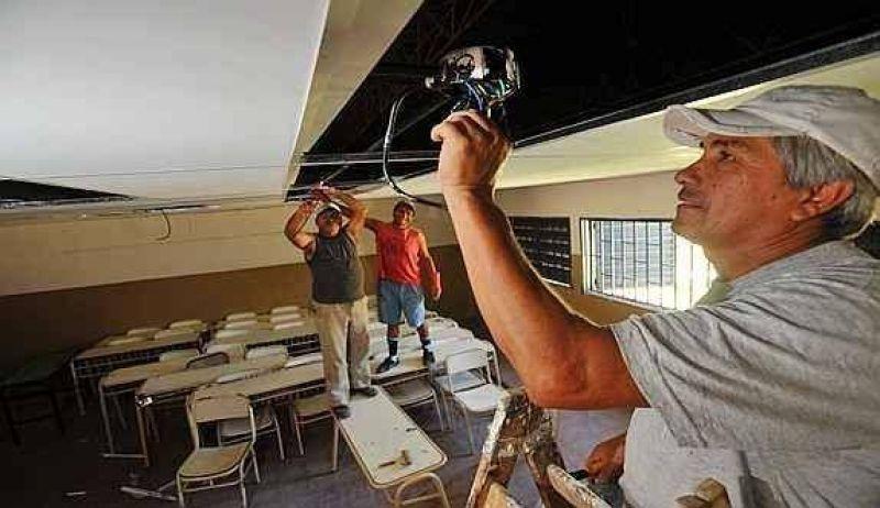 Prometen terminar obras en 100 escuelas