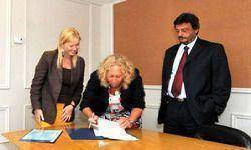 Se firmó ayer el traspaso oficial a Absa del servicio de aguas y cloacas