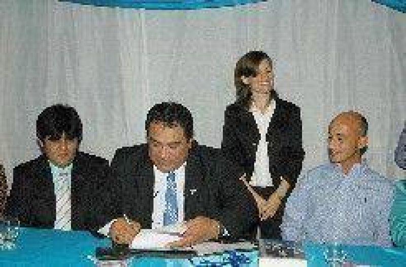Julián Carrizo asumió un nuevo mandato en el gremio municipal.