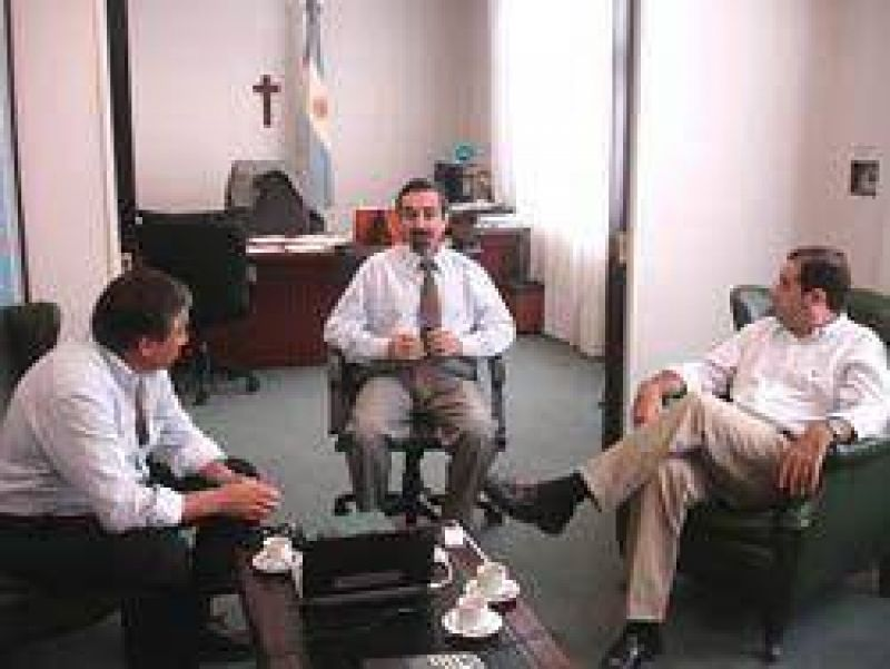 Crearán 90 puestos de trabajo más en Minera Santa Cruz.