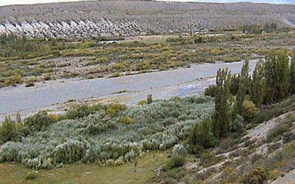 Brusca crecida del río Geinimeni puso en alerta a Los Antiguos.