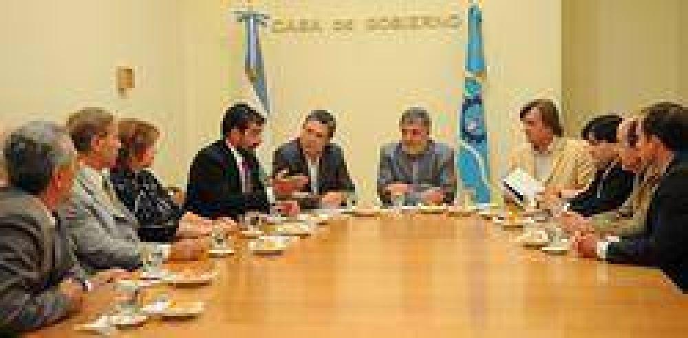 La preocupación por la crisis financiera dominó la reunión del Gobierno y el Pach.